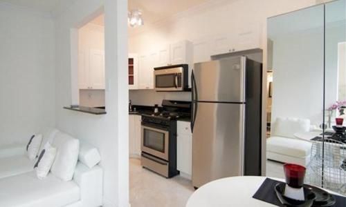 1619 Lenox Avenue cucina.jpg